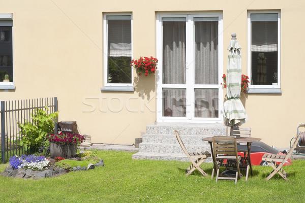 Zöld gyep ház virágok vidéki család Stock fotó © vavlt