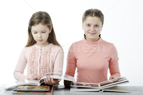 ストックフォト: 女の子 · を読む · 図書 · 表 · 白 · 孤立した
