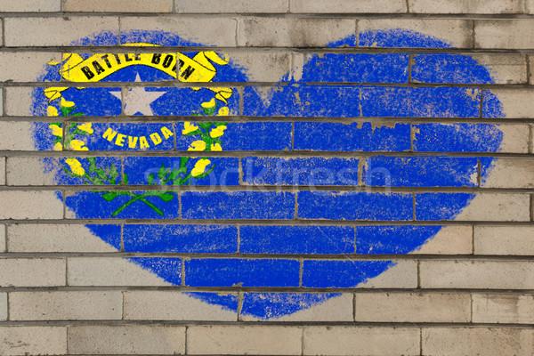 Kalp şekli bayrak Nevada tuğla duvar kalp Stok fotoğraf © vepar5