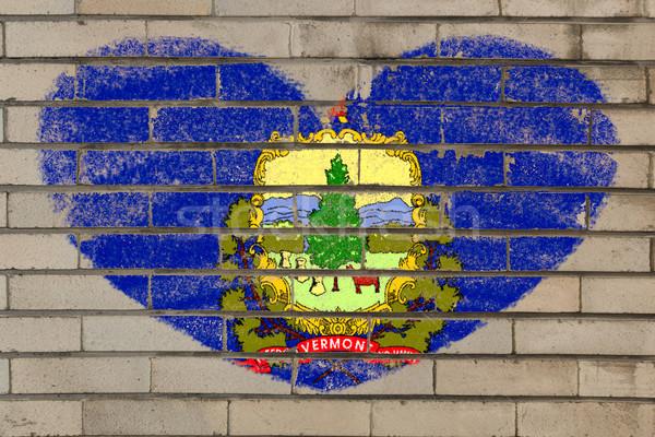 Kalp şekli bayrak Vermont tuğla duvar kalp Stok fotoğraf © vepar5