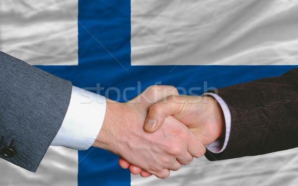 Empresários aperto de mão bom tratar Finlândia bandeira Foto stock © vepar5