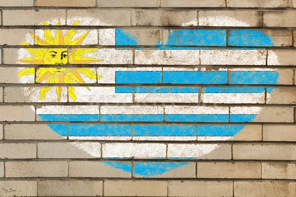 A forma di cuore bandiera Uruguay muro di mattoni cuore Foto d'archivio © vepar5