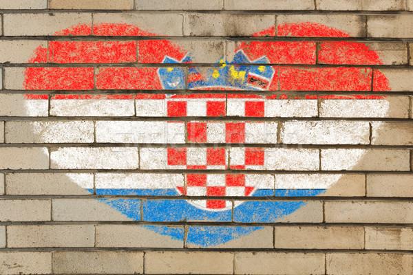 Kalp şekli bayrak Hırvatistan tuğla duvar kalp Stok fotoğraf © vepar5
