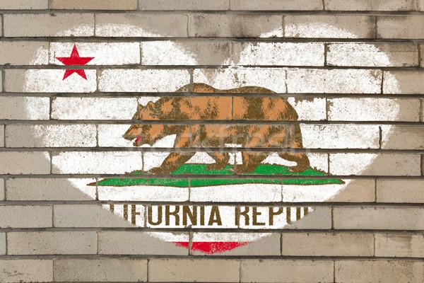 Kalp şekli bayrak Kaliforniya tuğla duvar kalp Stok fotoğraf © vepar5