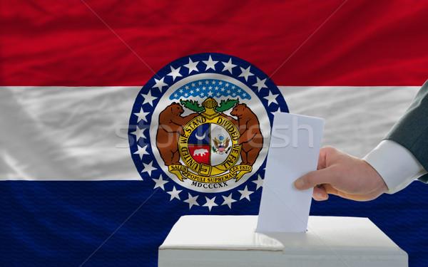 Człowiek głosowanie wybory banderą głosowanie polu Zdjęcia stock © vepar5