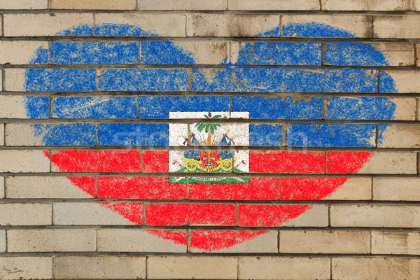 Kalp şekli bayrak Haiti tuğla duvar kalp Stok fotoğraf © vepar5