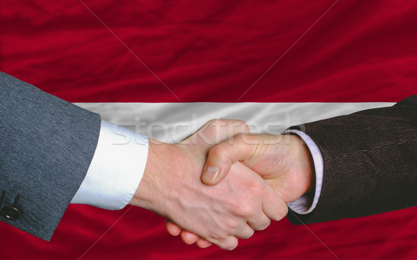 Zakenlieden handdruk goede deal Letland vlag Stockfoto © vepar5