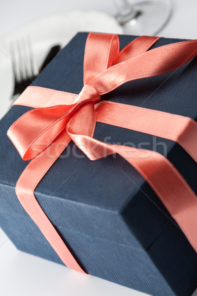 Hediye kutusu dekoratif siyah yay Stok fotoğraf © veralub