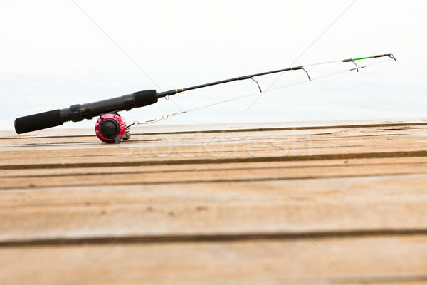 Canne à pêche bobine pont ligne bois lecture Photo stock © veralub
