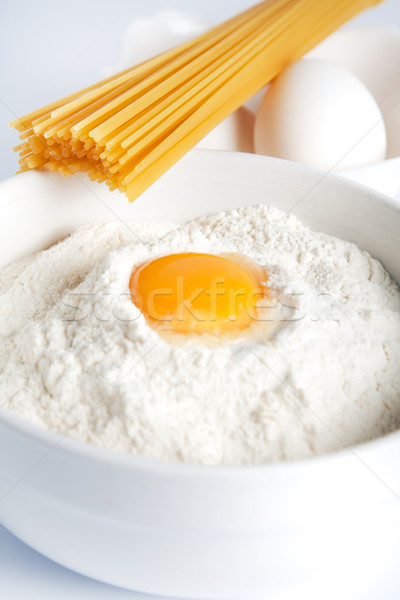 Ovo gema tigela farinha quebrado italiano Foto stock © veralub