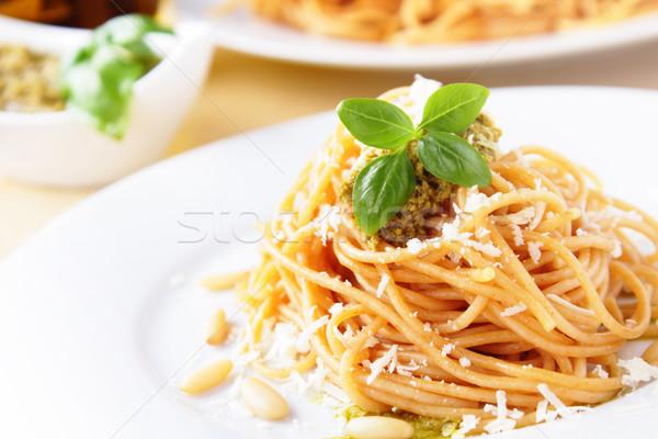 Espaguete manjericão pesto fresco queijo parmesão queijo Foto stock © vertmedia