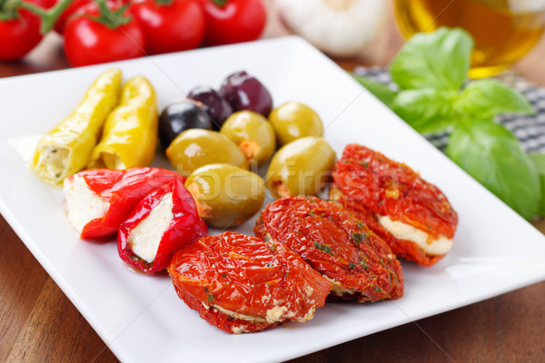 Antipasti mixte plaque tomates olives poivrons Photo stock © vertmedia