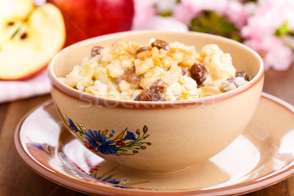 Pudim de arroz cremoso canela maçã peças passas de uva Foto stock © vertmedia