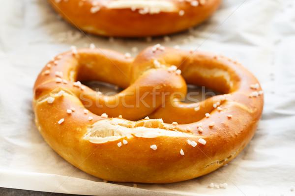 Zoute krakelingen vers gebakken vel voedsel Stockfoto © vertmedia