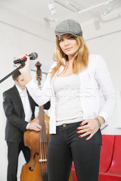 Stok fotoğraf: Kadın · sahne · adam · oynamak · müzik · moda