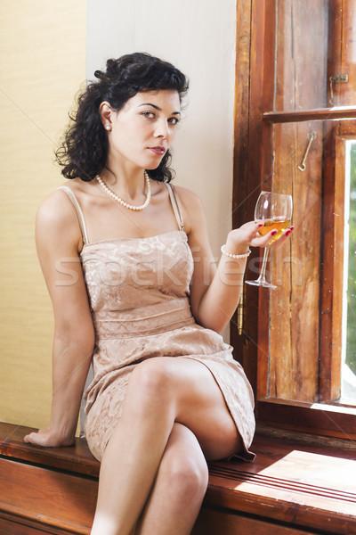 Mulher bonita sentar-se vidro tremer feliz modelo Foto stock © vetdoctor