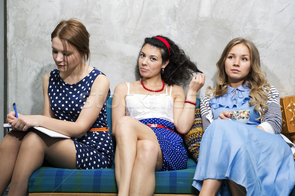 Diferente vestidos sentar-se sofá três feliz Foto stock © vetdoctor
