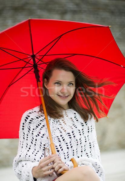 Mulher jovem abrir guarda-chuva mão sorridente rua Foto stock © vetdoctor
