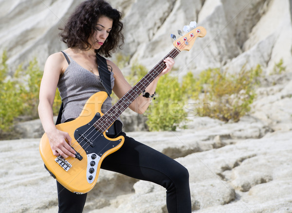 Kadın kumlu poz gitar sarı model Stok fotoğraf © vetdoctor
