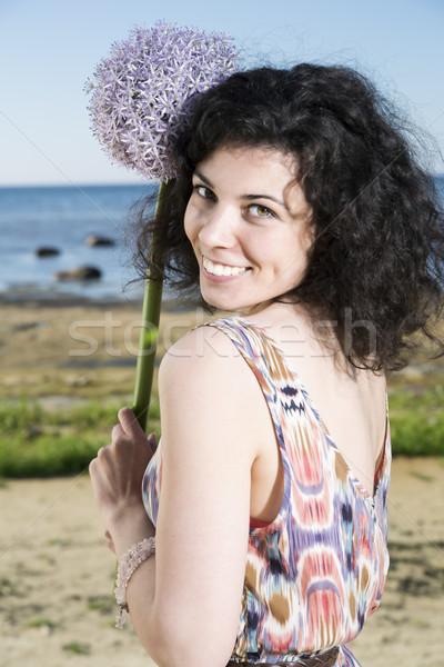 Mulher escuro posando flor mulher jovem feliz Foto stock © vetdoctor