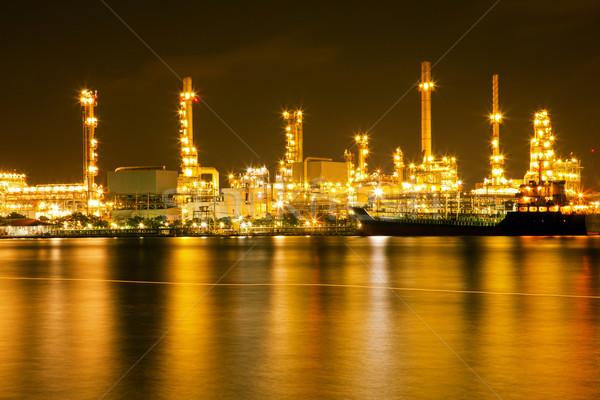 Refinería de petróleo planta noche construcción trabajo tecnología Foto stock © vichie81