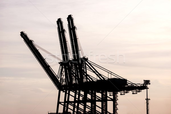 Foto stock: Silueta · carga · grúa · puerto · puesta · de · sol · buque