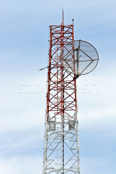 Antena satelitarna telekomunikacja radio anteny wieża Błękitne niebo Zdjęcia stock © vichie81