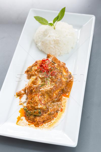 紅色 咖哩 雞 米 魚片 晚餐 商業照片 © vichie81
