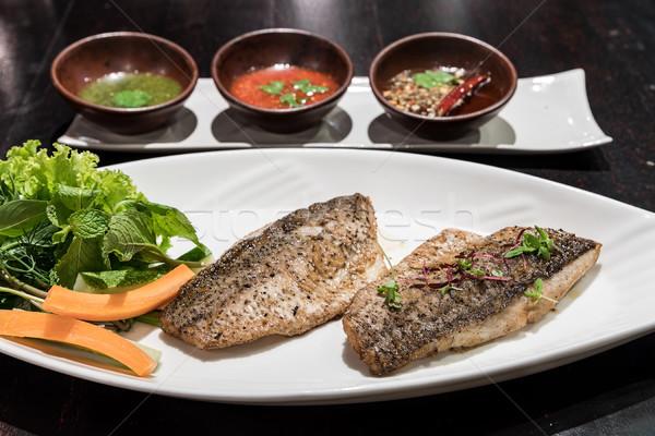 Grillezett tenger basszus felszolgált friss zöldség hal Stock fotó © vichie81