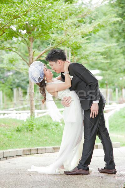Romantik yeni evliler çiftler öpüşme portre düğün Stok fotoğraf © vichie81
