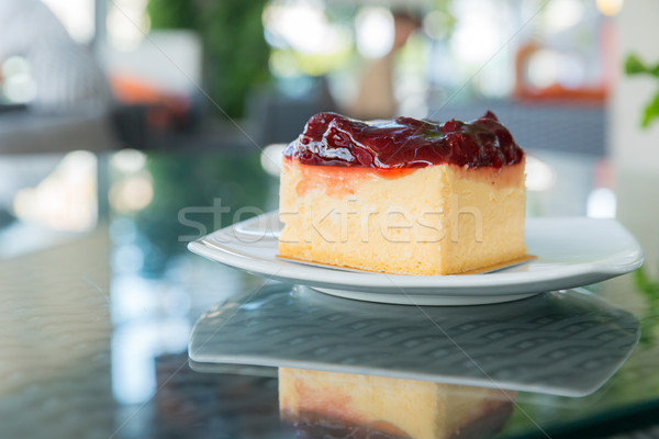Strawberry cheesecake beyaz plaka meyve peynir kırmızı Stok fotoğraf © vichie81