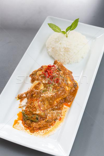 紅色 咖哩 雞 米 魚片 食品 商業照片 © vichie81