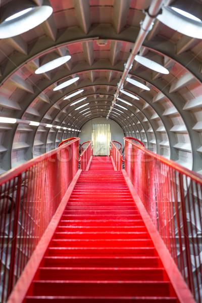 Czerwony klatka schodowa perspektywy udany kariery budynku Zdjęcia stock © vichie81