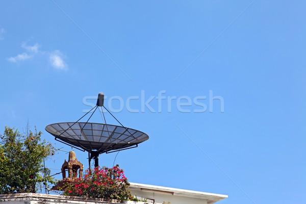Antena satelitarna perspektywy budynku Internetu technologii telefon Zdjęcia stock © vichie81