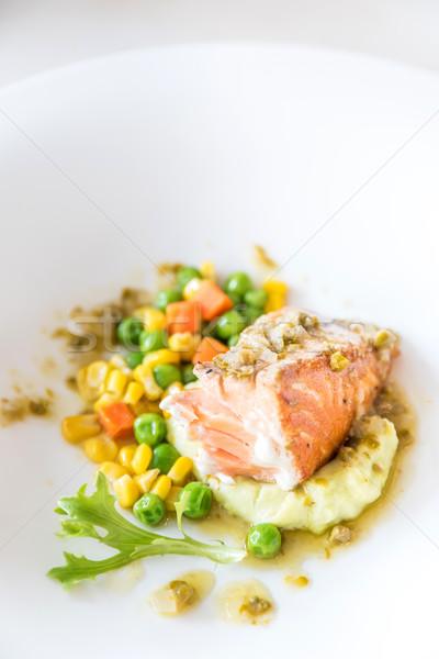 Foto stock: Salmón · a · la · parrilla · papa · vegetales · primavera · peces