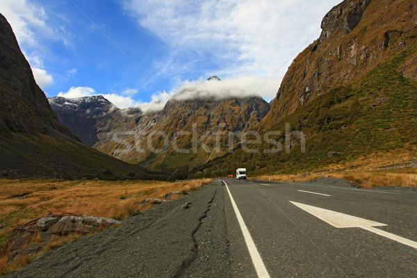 Hang autópálya Új-Zéland hegy út tájkép Stock fotó © vichie81