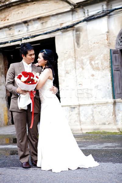 Felicità coppie sposa lo sposo donna fiori Foto d'archivio © vichie81