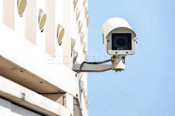 Cctv kamera biztonsági kamera kék ég égbolt televízió Stock fotó © vichie81