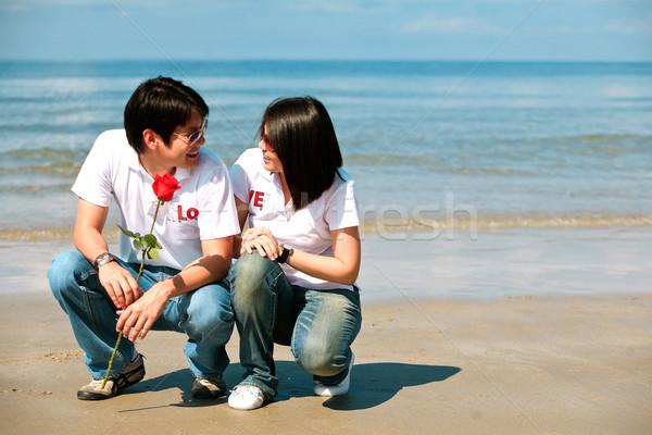 Romantique couples autre yeux plage fleurs Photo stock © vichie81