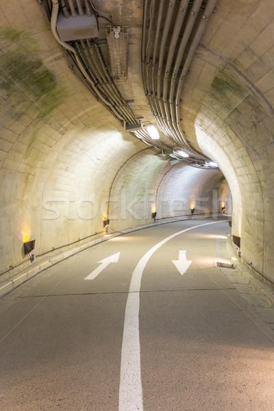 Tunnel intérieur urbaine route lumière montagne Photo stock © vichie81