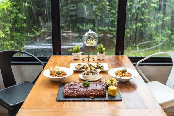 Eettafel voedsel klaar familie hout home Stockfoto © vichie81
