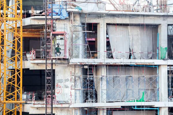 Travailleur de la construction travailleur construction ascenseur ascenseur architecture Photo stock © vichie81