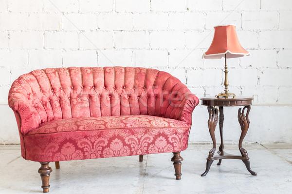 Rouge canapé canapé vintage chambre lampe Photo stock © vichie81