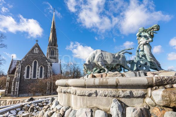 Iglesia edificio invierno estatua Europa religión Foto stock © vichie81