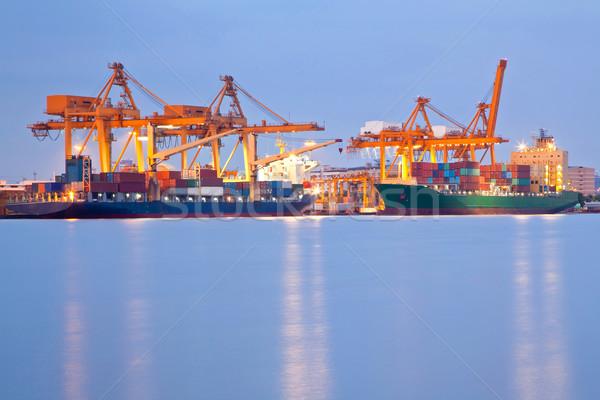 Globális üzlet nagy konténer teher hajó dolgozik Stock fotó © vichie81