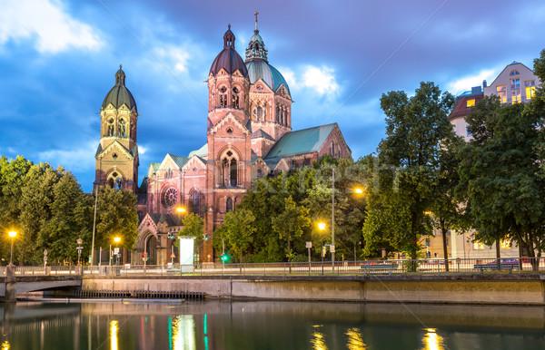 Rosa iglesia Munich anochecer Alemania río Foto stock © vichie81