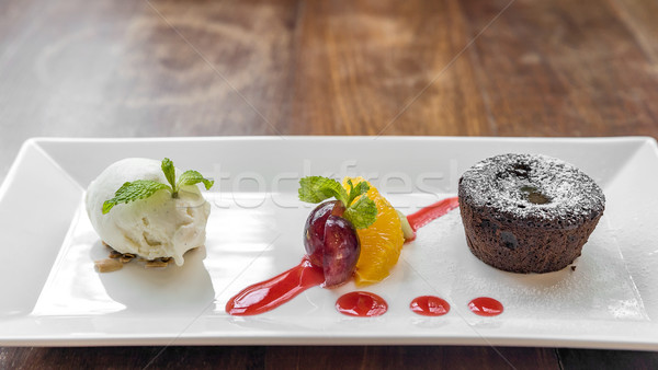 Chocolade lava cake icecream vers fruit vruchten Stockfoto © vichie81
