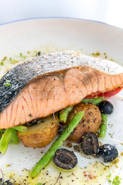 A la parrilla salmón filete pesto salsa peces Foto stock © vichie81