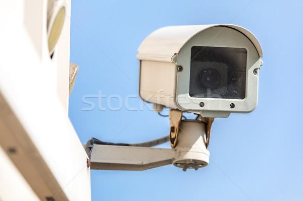 Cctv camera bewakingscamera blauwe hemel hemel televisie Stockfoto © vichie81