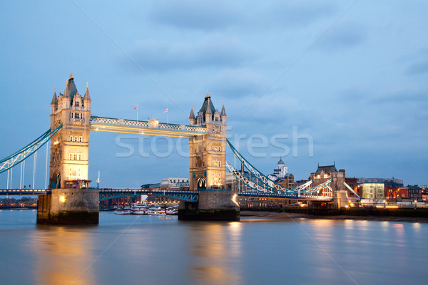 Londres Tower Bridge crepúsculo rio inglaterra Foto stock © vichie81